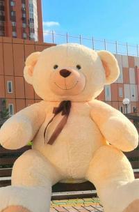 Гигантский плюшевый медведь больше 3 метров